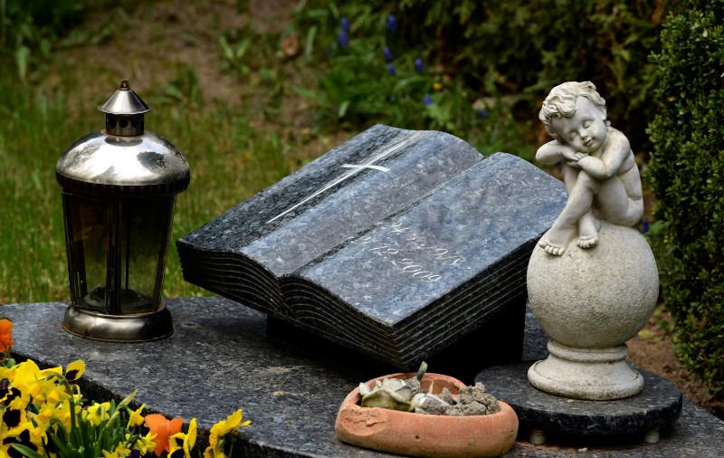 Idées de textes à graver sur une plaque funéraire